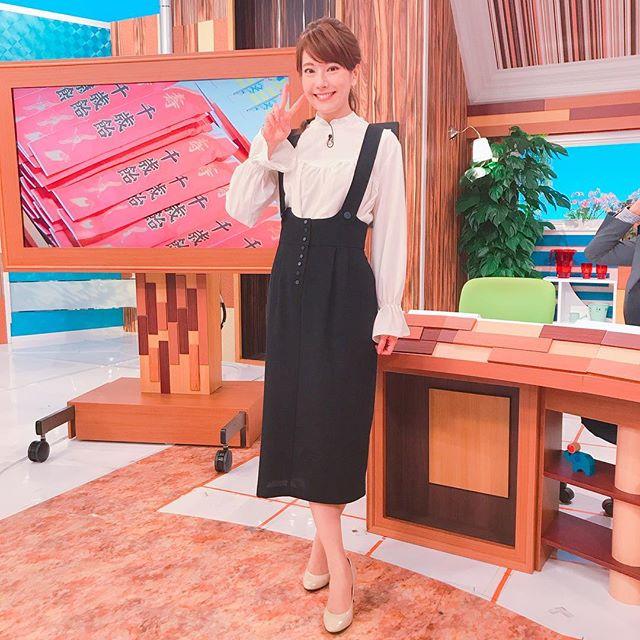 『ももち浜ストア』衣装☆#こういうファッション好き♡#ももち浜ストア #tnc#アナウンサー #衣装#白ブラウス #ホワイトブラウス#袖ふわブラウス #サロペットスカート#お店は #blanco #愛宕