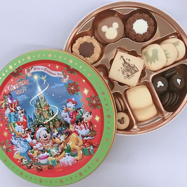 青池さんからディズニーのお土産☆クリスマスバージョンで可愛い〜♡ #ディズニーランド #クッキー#ディズニー #ディズニー土産#クリスマスバージョン#このカンカンが捨てられない