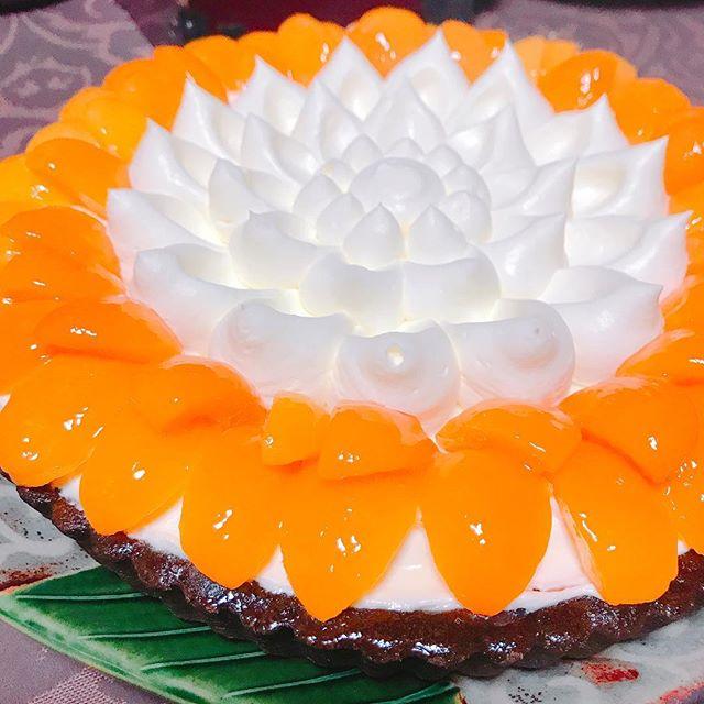 最高のお土産♡キルフェボンのアプリコットタルト☆#まるでハスの花#最高のタルト#やっぱり #キルフェボン#アプリコット #タルト生地も最高 #ホールもぺろり
