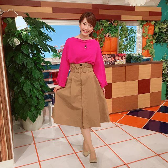 おはようございます(*^o^*) 今日の『ももち浜ストア』衣装は、鮮やかピンク♡ピンクはテンション上がります☆(o^^o)#ももち浜ストア#ももち浜ストア衣装#アナウンサー衣装#ピンクニット #鮮やかピンク#ニット #袖ゆる #冬コーデ#キャメルスカート #キャメル#ハイウエストスカート #お店は##DRESSLAVE #dresslave #ソラリアプラザ#ヘアスタイル #ポニーテール#ベージュパンプス#tnc #アナウンサー