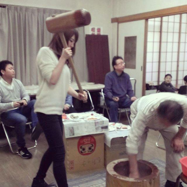 地元でお餅つき☆#地元 #東京#餅つき #餅つき大会#正月準備 #家族で参加#地元のみなさまと#臼と杵 #きね重い#楽しかった