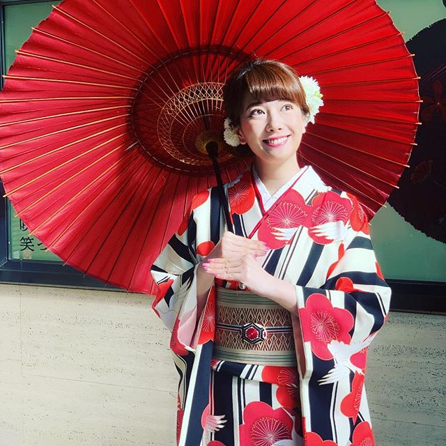 着物で初詣☆#初詣 #kimono#kimonostyle #着物 #着物で初詣#ウキウキ #わくわく#鶴 #梅 #めでたい柄#帯 #博多織 #博多帯#身が引き締まる思いです