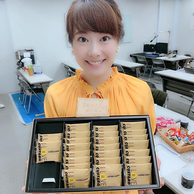 """東京みやげ、、、??? """"本業""""の舞台俳優業で東京に行っていた椎木さん☆『東京の新土産を羽田空港で見つけた!』と嬉しそうに披露してくれたお菓子☆とっても美味しかったので調べてみたら、、、まさかの""""福岡発""""のお菓子ということが判明、、、!!!期間限定で羽田空港に出店してるんだとか、、、。福岡では博多駅のデイトスにあるそうです!う〜むこれは椎木さんに言うべきか言わぬべきか、、、笑ひとまず、美味しかったです!ごちそうさまでした!!! #椎木さんお帰りなさい#東京土産#と思ったら#福岡土産だった件#福岡発#ilovecustard #カスタードクッキー#デイトス #博多 #博多土産#美味しかったです#ありがとうございます#ごちそうさまでした#ももち浜ストア"""