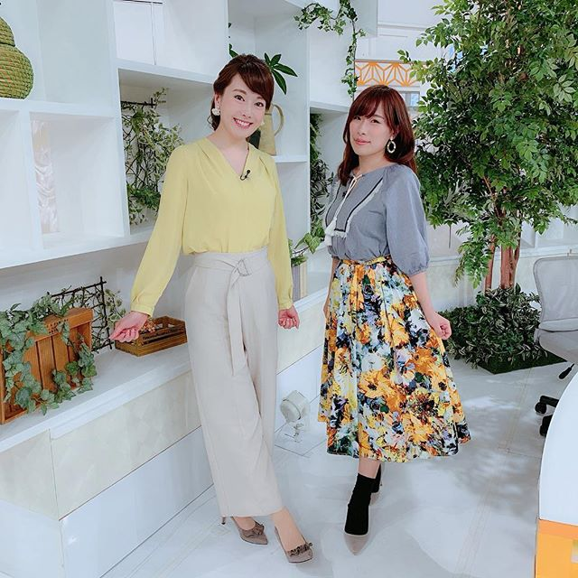 今日は、たべちゃんと♡たべちゃんのファッションは、いつも私好みで大好きです♡毎回『これどこの〜?可愛い〜♡』てな会話をしています(^-^)☆ #フードアナリスト#たべひとみ #たべちゃん#ももち浜ストア衣装#黄色ブラウス#イエローブラウス#ブラウス #春ブラウス#UNITEDCOLORSOFBENETTON. #ベネトン#キャナルシティ博多#パンツ #ベージュパンツ#blanco #愛宕 #イヤリング#ヴィドポッシュドゥセピカ#VIDEPOCHESDECEPICA #ソラリアプラザ#ももち浜ストア#アナウンサー衣装#tnc #アナウンサー#春コーデ #春服 #春カラー