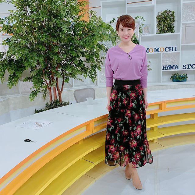 『ももち浜ストア』衣装☆この色、好きなんです、、、!!! #ピンクのようなパープルのような#ラベンダー#すみれ色#淡い紫 #ニット#パープルニット#好きな色#花柄スカート#春コーデ #春コーディネート#ももち浜ストア #ももち浜ストア衣装#アナウンサー衣装#tnc #アナウンサー