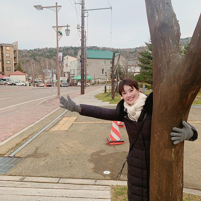 正解は、、、 北海道釧路市の阿寒湖でした!!! 福岡に比べると風が冷たくて寒かぁぁぁーーーー!!! 札幌は行ったことあったけど、釧路は初上陸でした!!! マリモで有名な阿寒湖☆素敵なスポットを見つけてきましたよ!詳しくは年末特番でお伝えします(^-^) #報道年末特番#年末特番#もうそんな時期です#北海道釧路市#阿寒湖#阿寒湖温泉#まりもの街#まりも#壮大な自然#tnc#アナウンサー