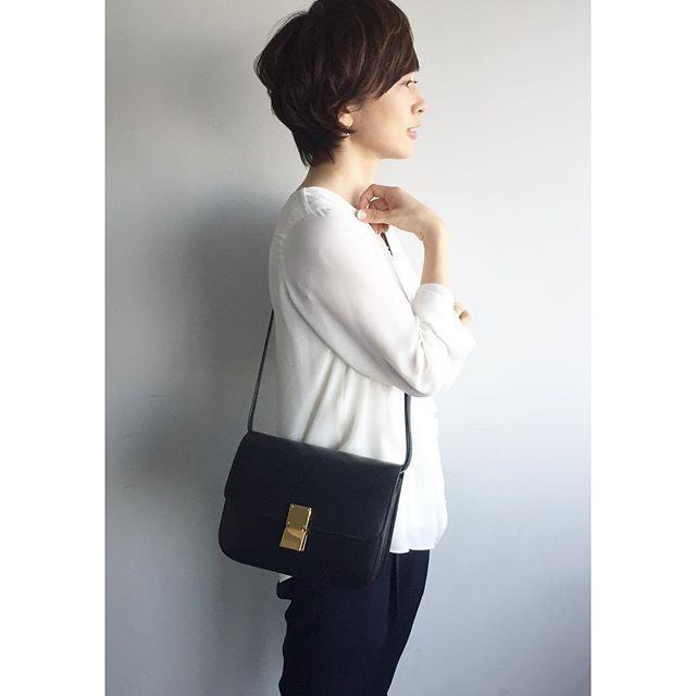 今日のコーデ!THEシンプルです♧..#今日のコーデ#今日の服#ootd#fashion#シンプル#ブラウス#フラデリ#パンツ#mfil#bag#celine#classicbox#クラシックボックス#パンプス#ペリーコ