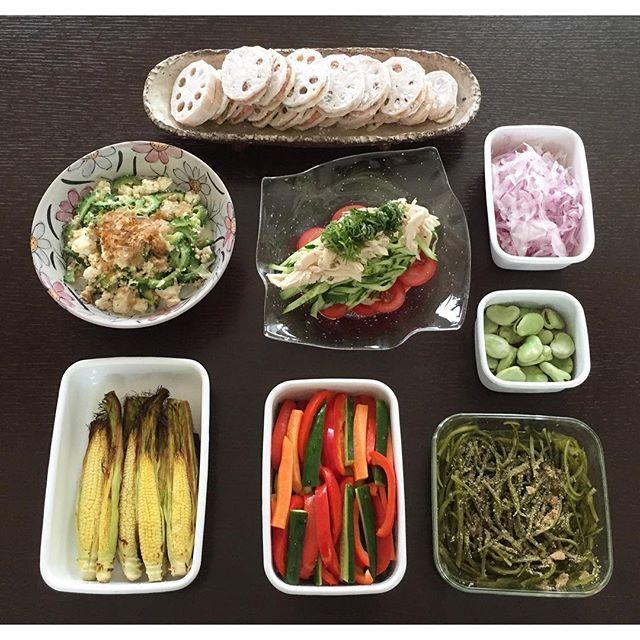 久々に作り置きpic上 ・蓮根のはさみ揚げ下ごしらえ中右から ・赤玉ねぎスライス・空豆の塩茹で・棒棒鶏サラダ・ゴーヤとツナの炒り豆腐下右から・茎わかめ→家族みんなの大好物・ズッキーニ、パプリカ等ピクルス・スイートコーンのグリル→ヒゲも食べられる..#作り置き#常備菜#おかず#サラダ#野菜料理#野菜のおかず#蓮根のはさみ揚げ#棒棒鶏#炒り豆腐#茎わかめ#←冷やすと美味しい#ピクルス#スイートコーン#無農薬野菜#つくおき